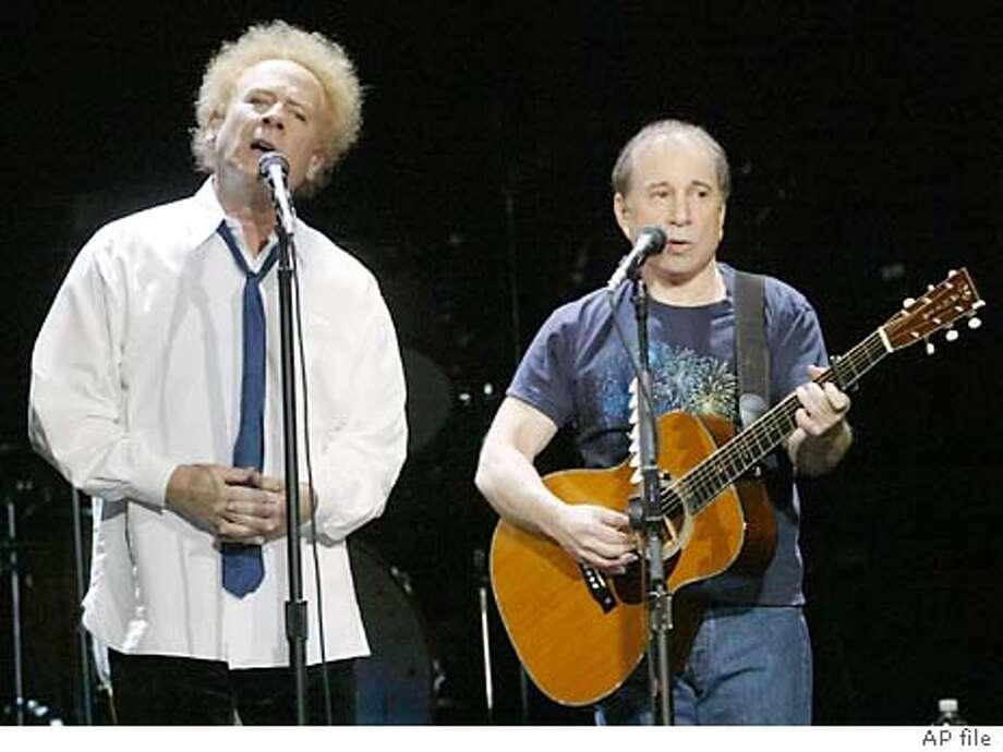 Art Garfunkel (left) and Paul Simon perform at the HP Pavilion in San Jose, Calif. on Tuesday, Nov.4, 2003.
