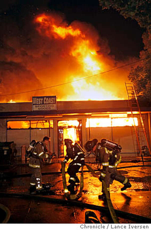 FIRE_60001.JPG  80 plus fire fighters from Alameda Co Fire, Hayward, Union City and Oakland battled a four alarm business fire at West Coast Sporting Goods 13720n East 14th street in San Leandro late Friday night and into the early morning hours of Saturday. The structure was a total loss, and over 100 people from a neighboring apartment building had to be evacuated. August 17, 2007. Lance Iversen/The Chronicle (cq) SUBJECT 8/17/07,in SAN LEANDRO. CA. Photo: By Lance Iversen