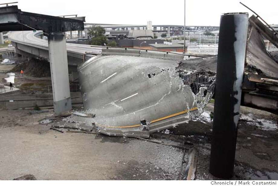 Freeway collapse at 580 at 24 interchange near Bay Bridge.  PHOTO: Mark Costantini / The Chronicle Photo: MARK COSTANTINI