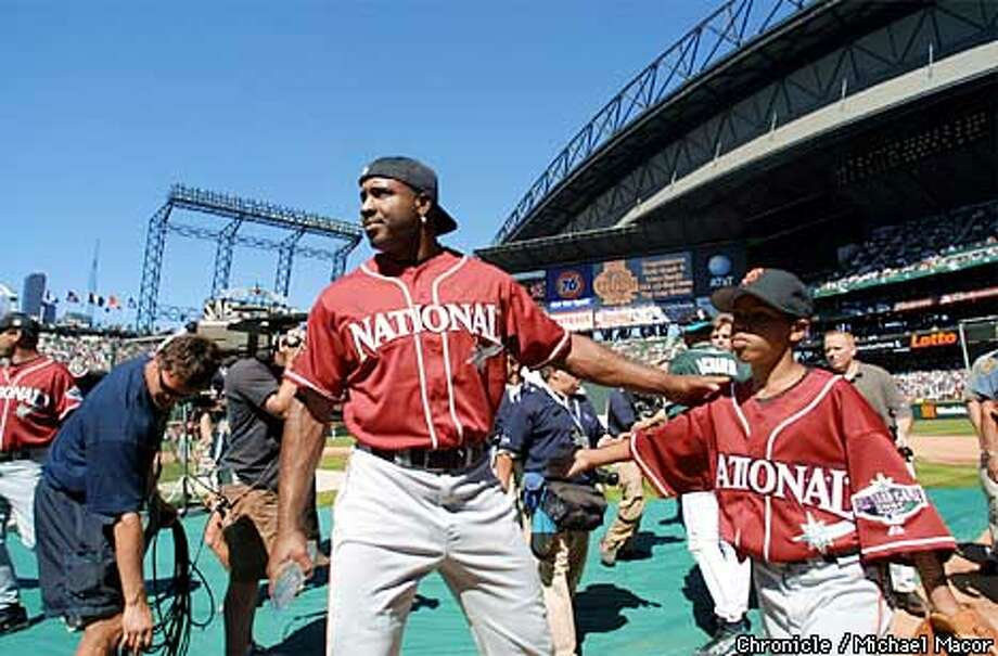Seattle hosts Major League Baseballs 2001 Allstar Game at Safeco Field. San Francisco Giant Barry Bonds and his son Nikolai during batting practice for the National League. by Michael Macor/The Chronicle Photo: MICHAEL MACOR