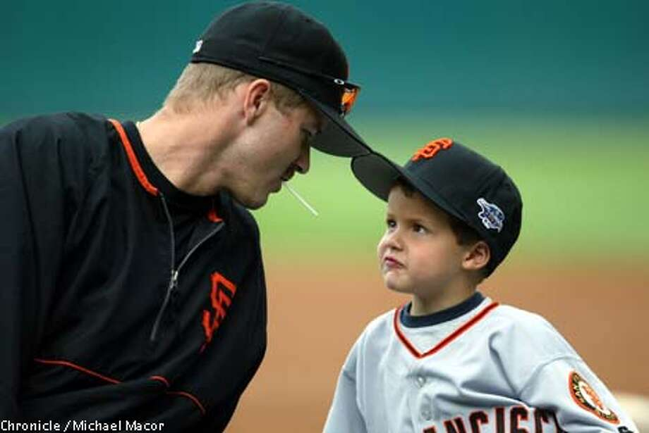 Jeff Kent takes time out of Monday's workout at Pacific Bell Park for his son, Hunter. Games 3 through 5 may be Kent's final three at Pac Bell in a Giants uniform. Chronicle photo by Michael Macor