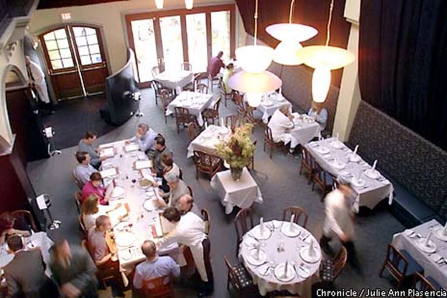 Main Dinning area of theNewly opened Z restaurant in Los Altos. (JULIE PLASENCIA/THE CHRONICLE) Photo: JULIE PLASENCIA