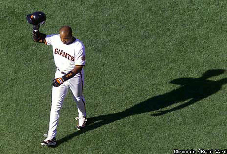 Barry Bonds tipped his hat to the crowd at his last at bat at Candlestick. Chronicle Photo by Brant Ward