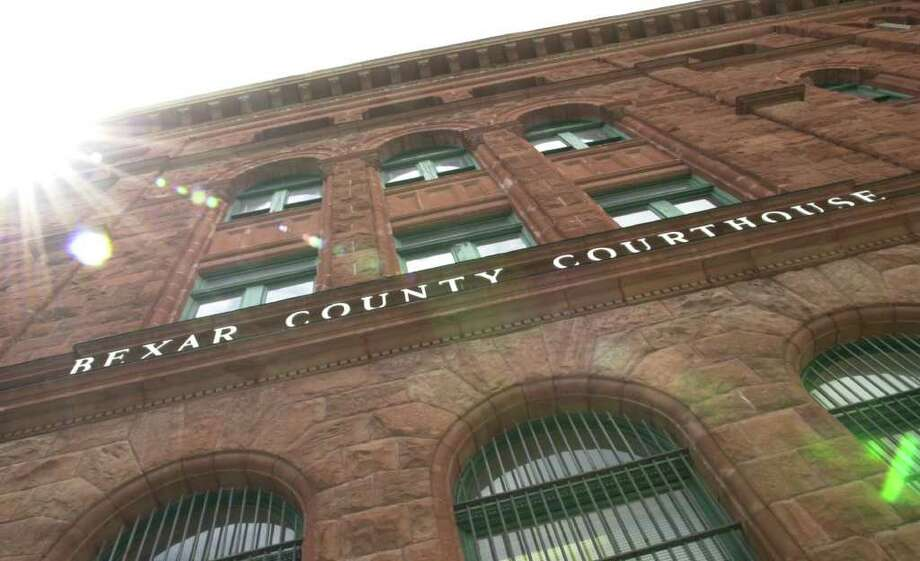 METRO -- FOR AMY DORSETT -- The Hidalgo Foundation of Bexar County and the San Antonio Convervation Society press conference to announce funds for refurbishing of Bexar County Courthouse Tuesday April 2, 2002.  East side exterior of Courthouse.  (Robert McLeroy/Staff) Photo: ROBERT MCLEROY, SAN ANTONIO EXPRESS-NEWS / SAN ANTONIO EXPRESS-NEWS