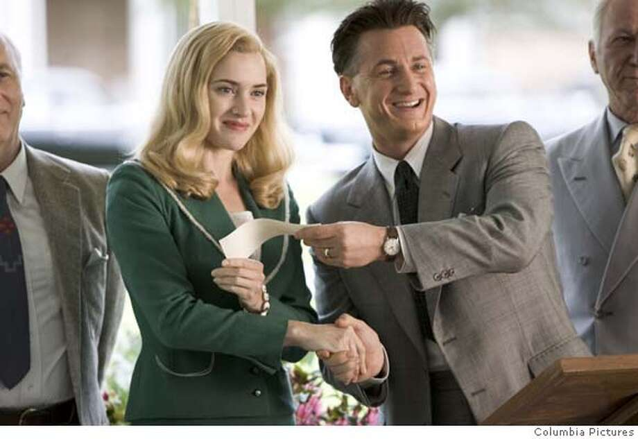 AKM-12 [DF-11260] � Kate Winslet (l) and Sean Penn star in Columbia Pictures� drama All the King�s Men. Photo: Kerry Hayes