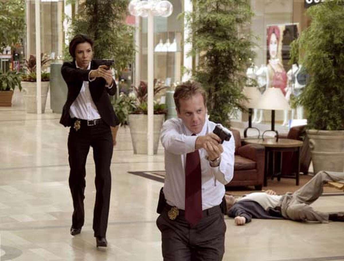 Secret Service Agents Jill Marin (Eva Longoria) and David Breckinridge (Kiefer Sutherland) pursue an assassin in The Sentinel.