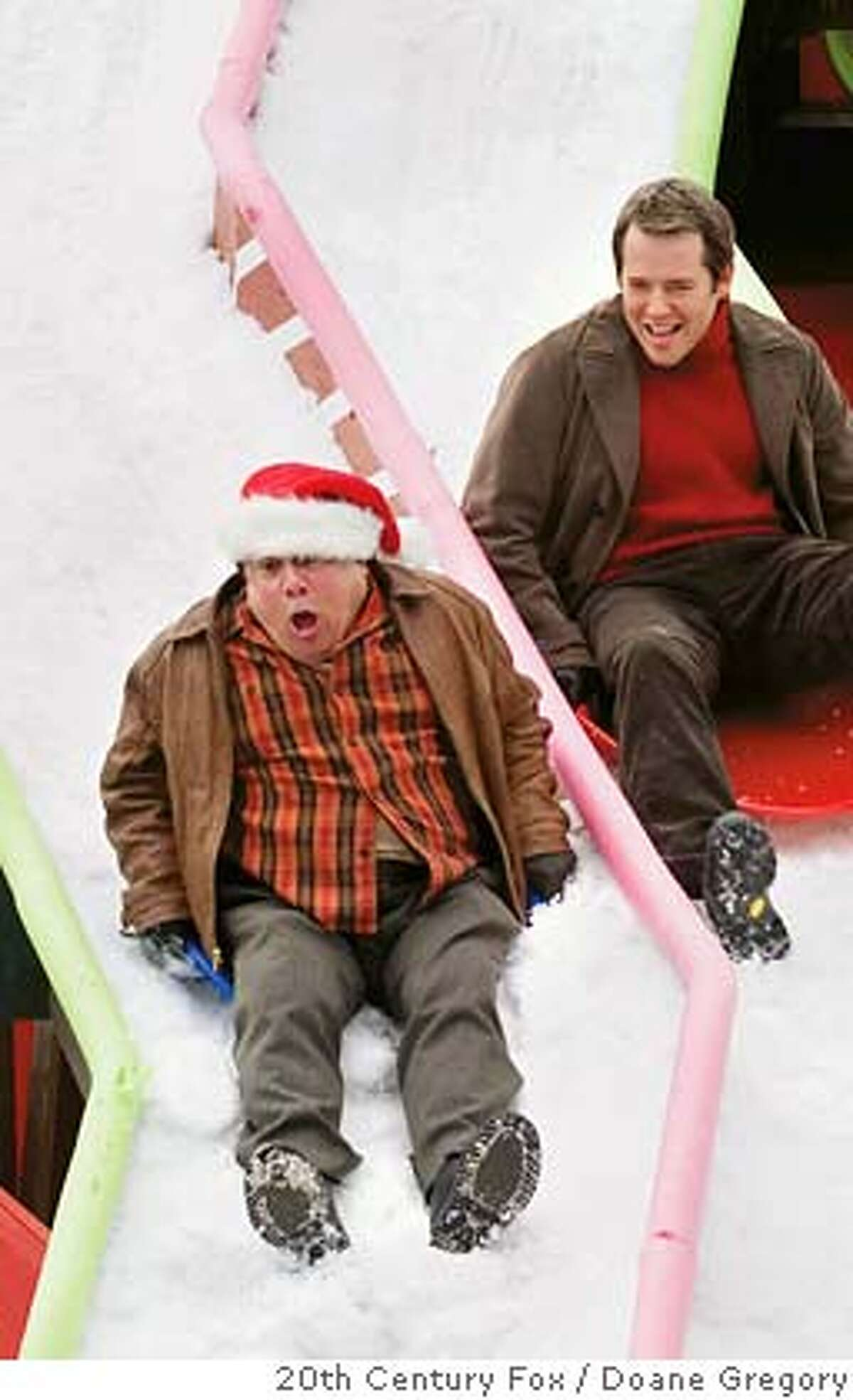 It�s tough sledding for feuding neighbors Buddy Hall (Danny DeVito, left) and Steve Finch (Matthew Broderick).