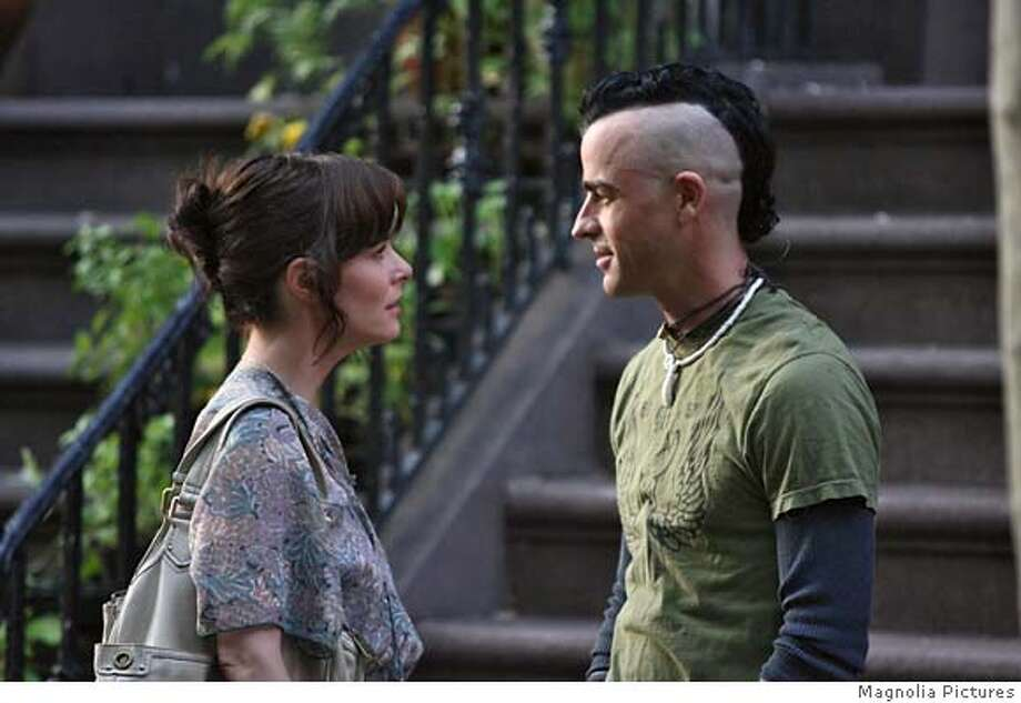 Parker Posey and Justin Theroux in BROKEN ENGLISH, a Magnolia Pictures release. Photo courtesy of Magnolia Pictures. Photo: Magnolia Pictures.