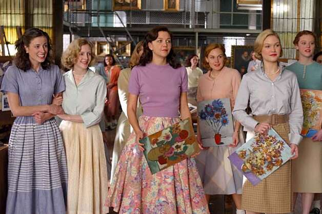 "Maggie Gyllenhaal (center) and Julia Stiles (second from right) hold artworks in ""Mona Lisa Smile."""