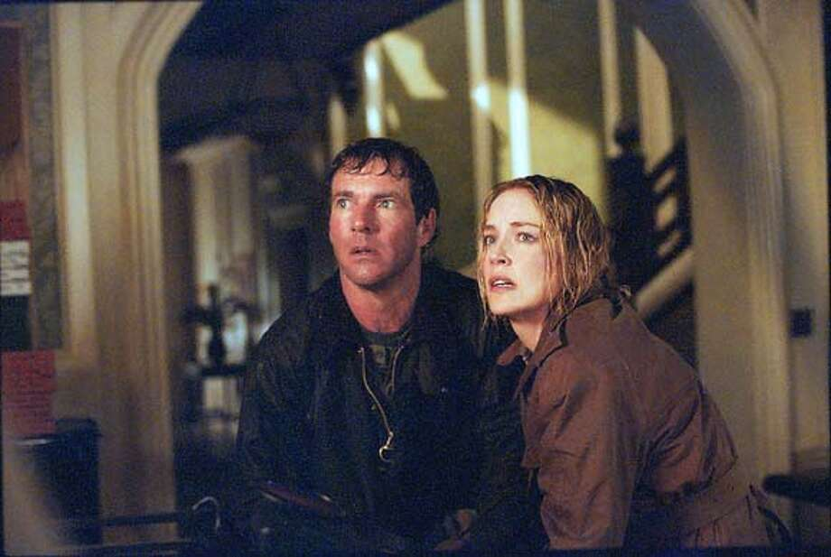 9/19/03 | B/W | 3star | 22p8 x 4.19i | D5 | Datebook | mh x7005 | COLD19 (Dennis Quaid, Sharon Stone) Photo: TAKASHI SEIDA