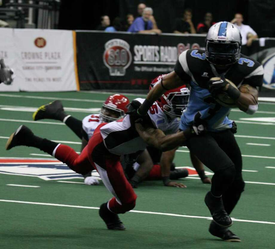 Ken Fontenette (3) carrying the ball in 2011. He is a member of the 2012 San Antonio Talons. Photo: Courtesy Photo