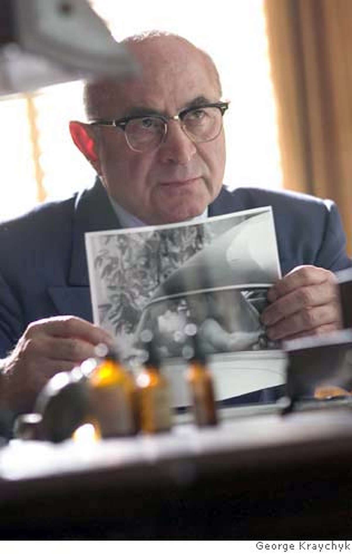 DF-00719 � Bob Hoskins stars in Allen Coulter's HOLLYWOODLAND, a Focus Features release. Photo by George Kraychyk.