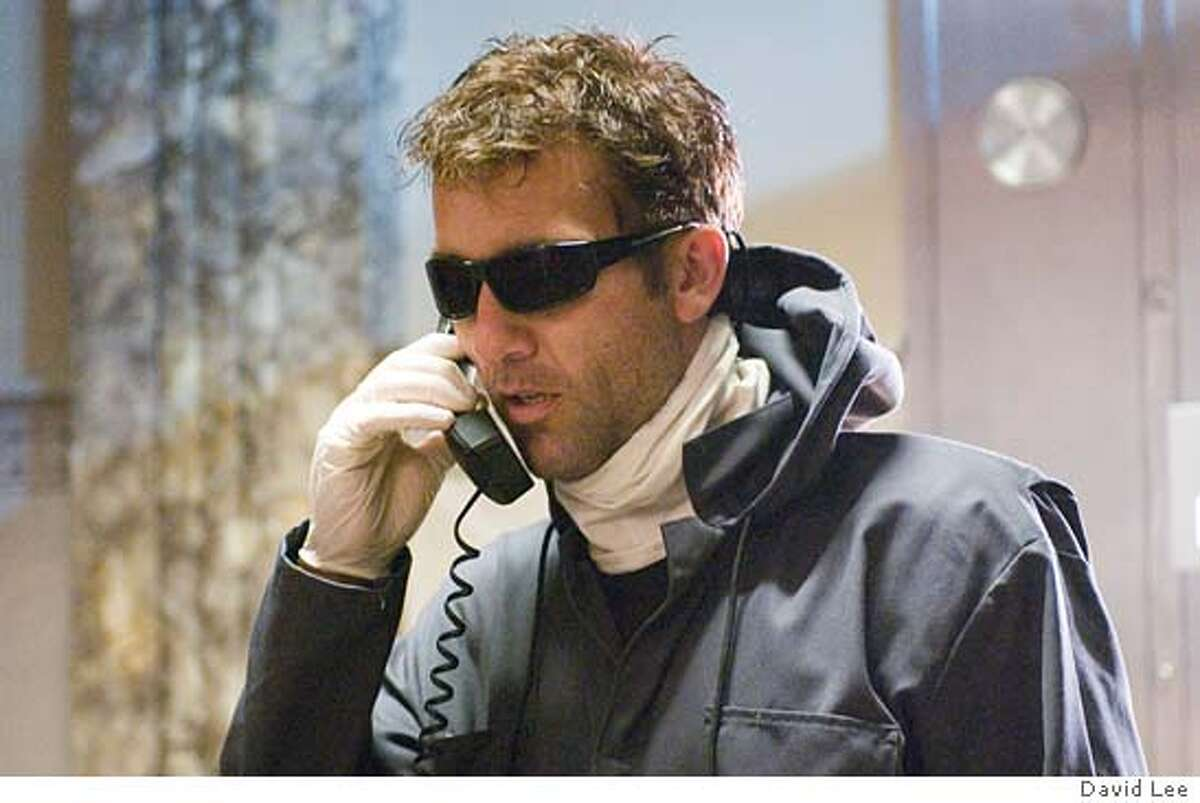 Clever bank robber Dalton Russell (CLIVE OWEN) in Inside Man, a tense hostage drama from Director Spike Lee. Inside Man will be released in theaters on March 24, 2006. Credit: David Lee
