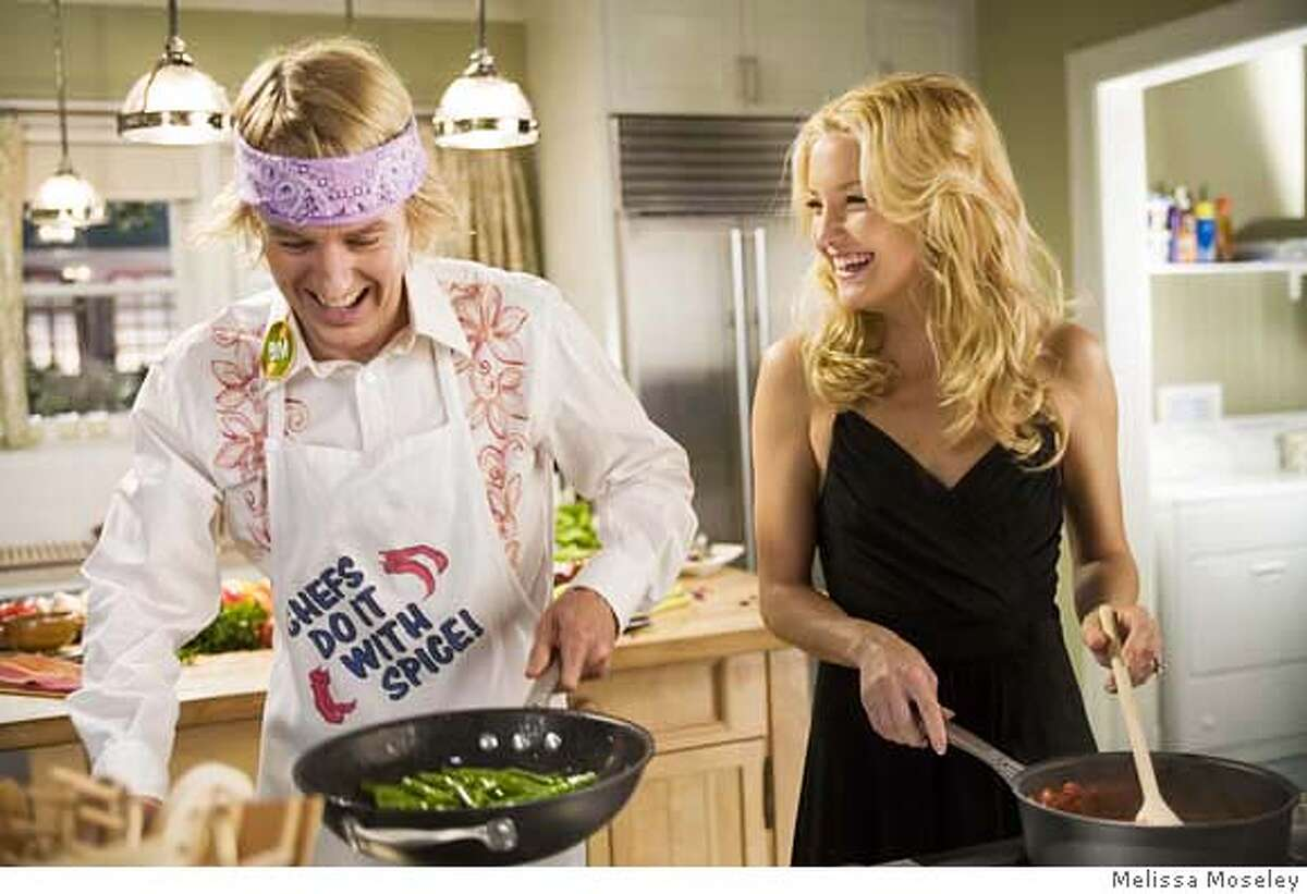 Molly (KATE HUDSON) and her permanent houseguest Dupree (OWEN WILSON) start supper in the comedy