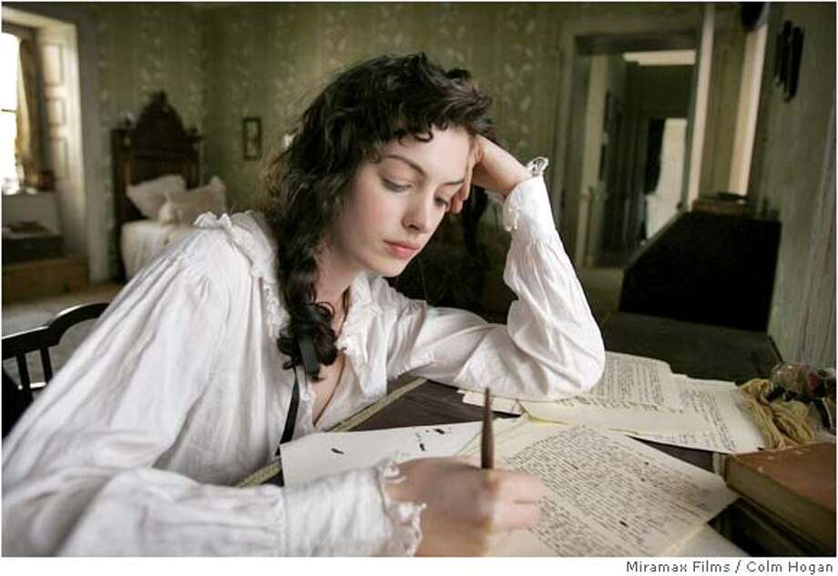 Anne Hathaway is Jane Austen in BECOMING JANE. Photo credit: Colm Hogan/Courtesy of Miramax Films. Photo: Colm Hogan/Courtesy Of Miramax F