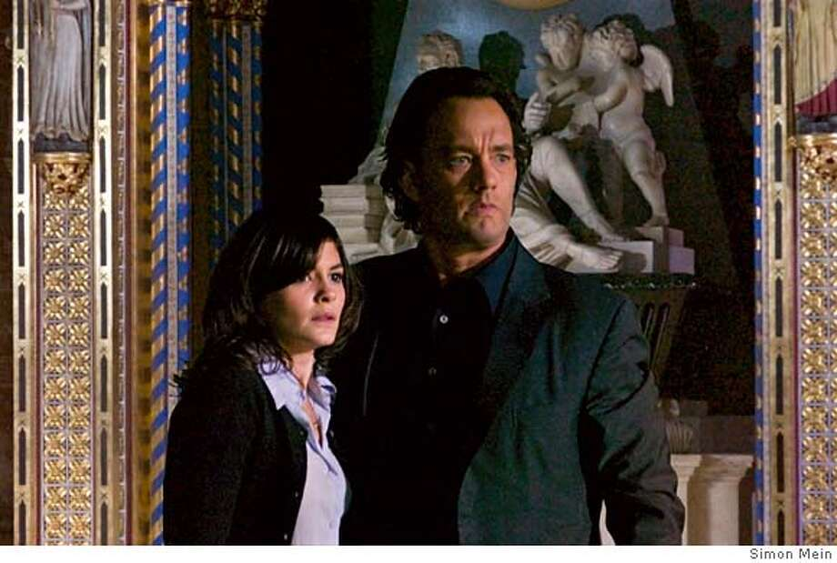 Audrey Tautou (l) and Tom Hanks star in Columbia Pictures� suspense thriller The Da Vinci Code. CR: Simon Mein Photo: Simon Mein