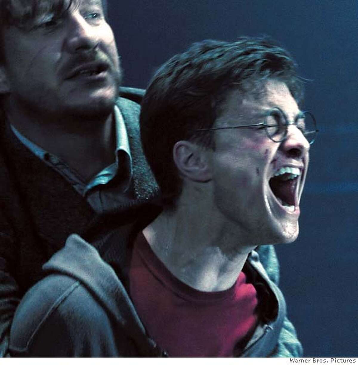 """DAVID THEWLIS as Remus Lupin and DANIEL RADCLIFFE as Harry Potter in Warner Bros. Pictures' fantasy """"Harry Potter and the Order of the Phoenix.""""PHOTOGRAPHS TO BE USED SOLELY FOR ADVERTISING, PROMOTION, PUBLICITY OR REVIEWS OF THIS SPECIFIC MOTION PICTURE AND TO REMAIN THE PROPERTY OF THE STUDIO. NOT FOR SALE OR REDISTRIBUTION."""