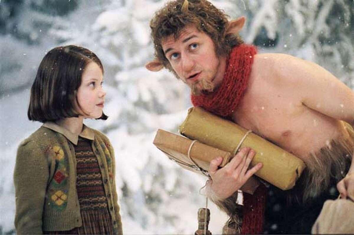 NARNIA09 (L-R ) GEORGIE HENLEY, JAMES McAVOY in Narnia. CR: Phil Bray Disney/Walden 0160