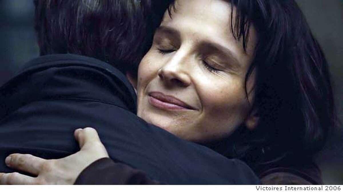 "� Juliette Binoche as Suzanne in Nobuhiro Suwa's 'Place des Victoires' segment of the movie ""PARIS, JE T'AIME"". Photo courtesy Victoires International 2006"