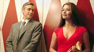 GEORGE CLOONEY as Miles Massey and CATHERINE ZETA-JONES as Marylin Rexroth in the romantic comedy Intolerable Cruelty.  Photo Credit: Melinda Sue Gordon �2003 Universal Studios. ALL RIGHTS RESERVED.