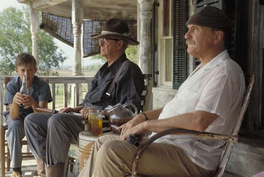 9/19/03 | B/W | 3star | 22p8 x 2.68i | D5 | Datebook | mh x7005 | FILMCLIPS19-1 (Secondhand Lions)