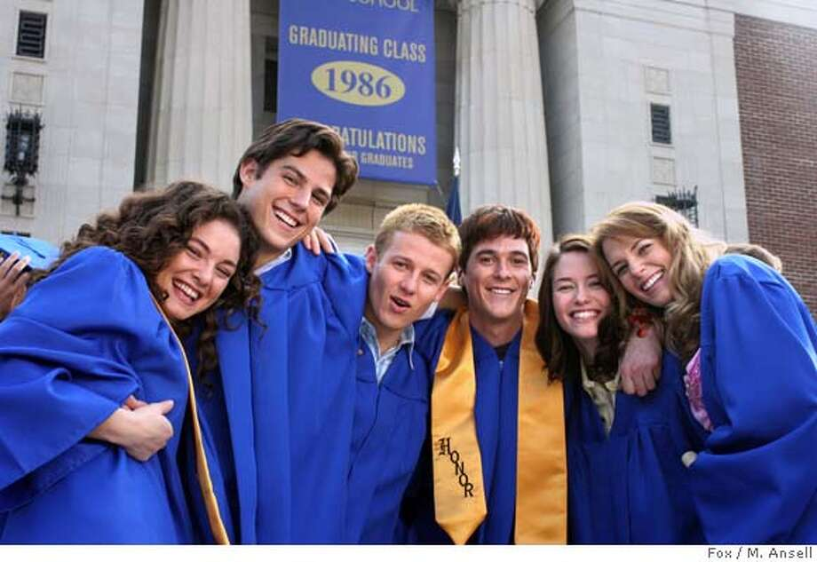 GOODMAN08 REUNION: Six friends begin the journey of a lifetime in the part character drama and part mystery, REUNION, which chronicles the lives of a group of friends over the course of 20 years, the new one-hour drama premiering on FOX. Pictured L-R: Alexa Davalos, Sean Faris, Will Estes, Dave Annable, Chyler Leigh, Amanda Righetti. Cr: M. Ansell/FOX. Photo: Cr: M. Ansell/FOX.
