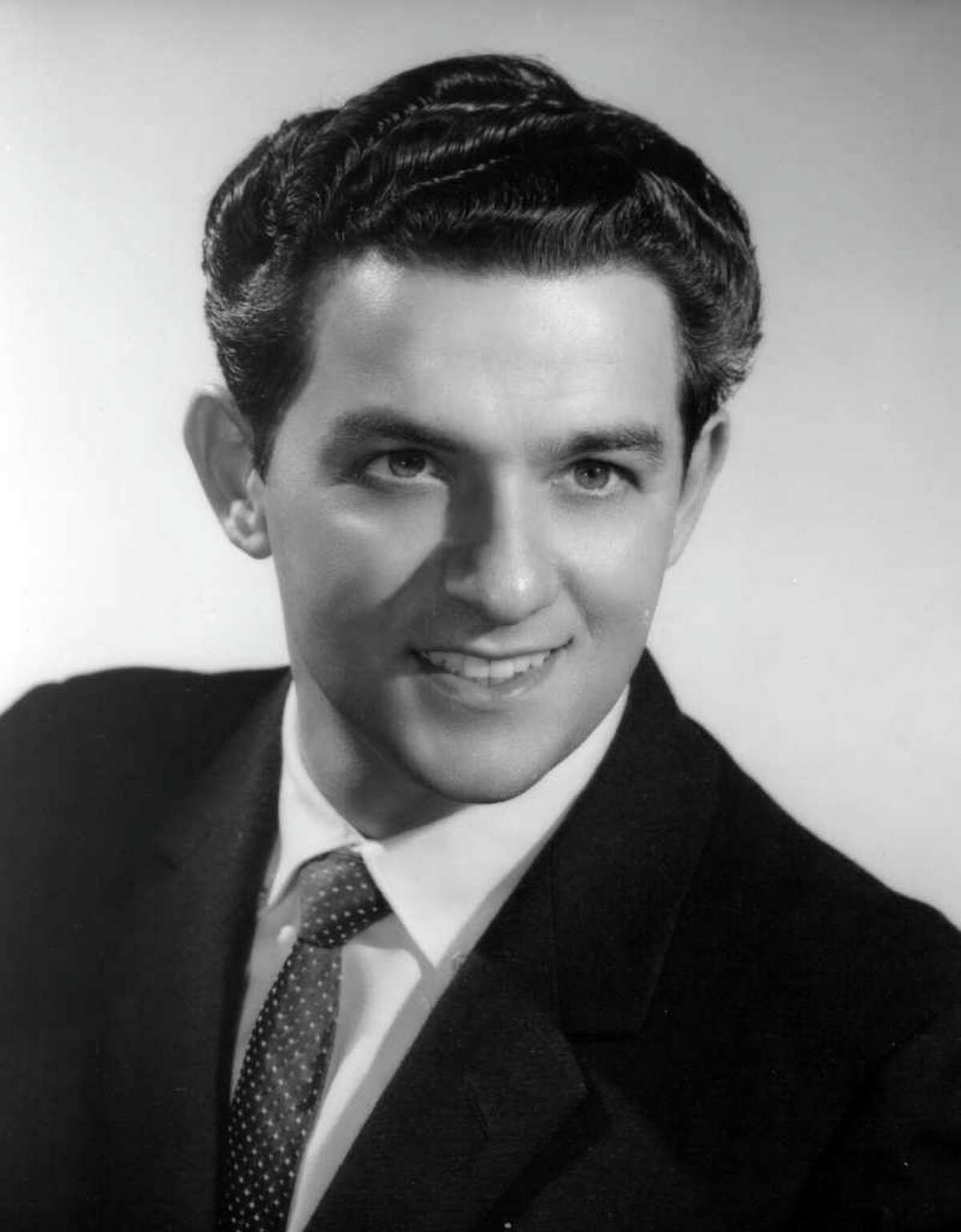 In this 1957 photo released by The Metropolitan Opera, tenor Charles Anthony is shown. Anthony, who holds the record for most appearances at the Metropolitan Opera during a career that spanned from 1954-2010, died Wednesday, Feb. 15, 2012 in Florida. He was 82. (AP Photo/The Metropolitan Opera)