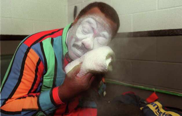 Rodeo Clown Leon Coffee puts the finishing touches on his clown makeup by applying a towel showered with baby powder on Feb. 9, 2001. Although his makeup is simple, Coffee is equipped with an array of props such as rubber chickens, devil horns, wigs, a blue barrel, a kung-fu costume and his trademark, a green cowboy hat, of which he has three. Photo: Anita Baca, San Antonio Express-News File Photo / en