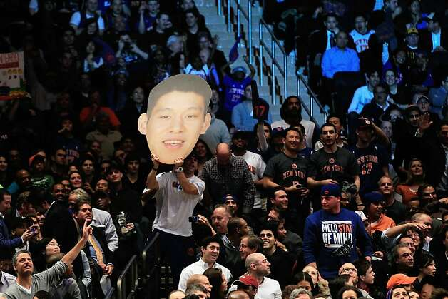 Jeremy Lin #17 of the New York Knicks fans cheer him on against the Sacramento Kings at Madison Square Garden on February 15, 2012 in New York City. Photo: Chris Trotman, Getty Images
