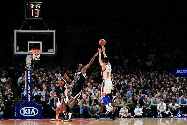 Jeremy Lin #17 of the New York Knicks shoots over John Salmons #5 of the Sacramento Kings at Madison Square Garden on February 15, 2012 in New York City. Photo: Chris Trotman, Getty Images