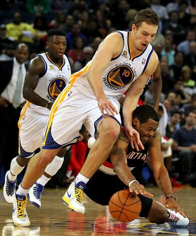 Golden State Warriors' David Lee fights Portland Trail Blazers Marcus Camby for a loose ball during the second half of an NBA basketball game, Wednesday, February 15, 2012, in Oakland, Calif. The Trail Blazers beat  the Warriors beat 93-91. Photo: Lance Iversen, The Chronicle