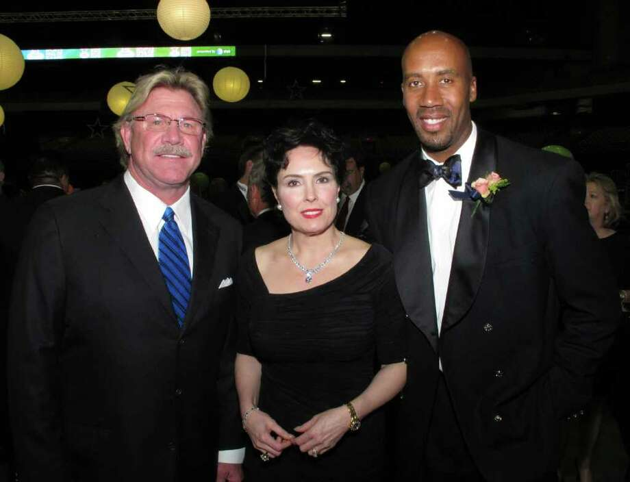 OTS/HEIDBRINK - Board member John Likovich, from left, spouse Susan Likovich and inductee Bruce Bowen gather at the San Antonio Sports Hall of Fame Tribute at the Alamodome on 2/10/2012. This is #2 of 2 photos. names checked photo by leland a. outz Photo: LELAND A. OUTZ, SPECIAL TO THE EXPRESS-NEWS / SAN ANTONIO EXPRESS-NEWS