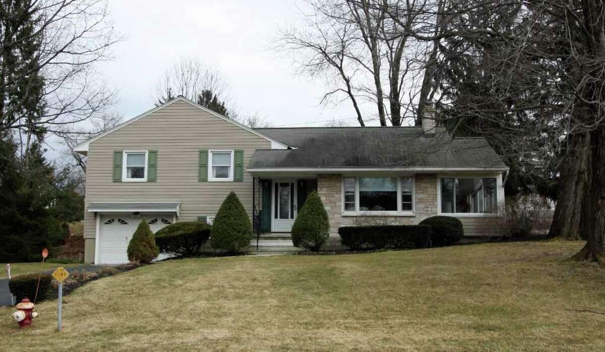 MICHAEL LISI photo 17 Brookwood DRIVE, a 1,338-square-foot split-level house with three bedrooms, two bathrooms and an attached one-car garage in Latham?s Brookwood Park area, is priced at $219,900.
