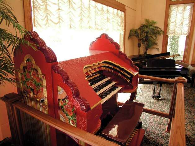 This antique Wurlitzer theater organ, which is currently located in the lobby of the Drury Hotel River Walk, will be placed in the rehabilitated Aztec Theatre when it is completed. Photo: BILLY CALZADA, Express-News File Photo  / SAN ANTONIO EXPRESS-NEWS