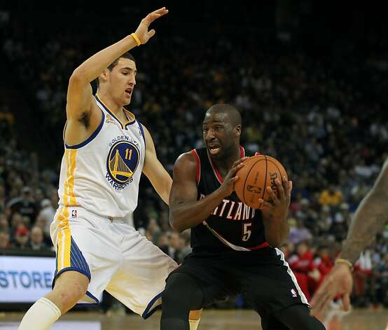 Golden State Warriors' Klay Thompson guards Portland Trail Blazers Raymond Felton during the second half of an NBA basketball game, Wednesday, February. 15, 2012, in Oakland, Calif.. Photo: Lance Iversen, The Chronicle