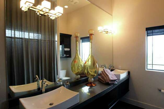 A dual vanity in one of the bathrooms. Photo: TOM REEL, San Antonio Express-News / San Antonio Express-News