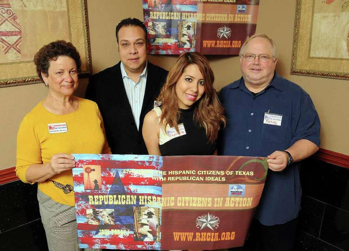 En Houston: hay esfuerzos como el del grupo Republican Hispanic Citizens in Action que, explican sus miembros, se dedica a ayudar a los latinos a tareas que van desde armar su propia empresa hasta registrarse para votar.