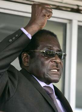 Zimbabwe President Robert Mugabe addresses supporters at Harare airport, September 29, 2008, after returning from the U.N. general assembly in New York. REUTERS/Philimon Bulawayo (ZIMBABWE)