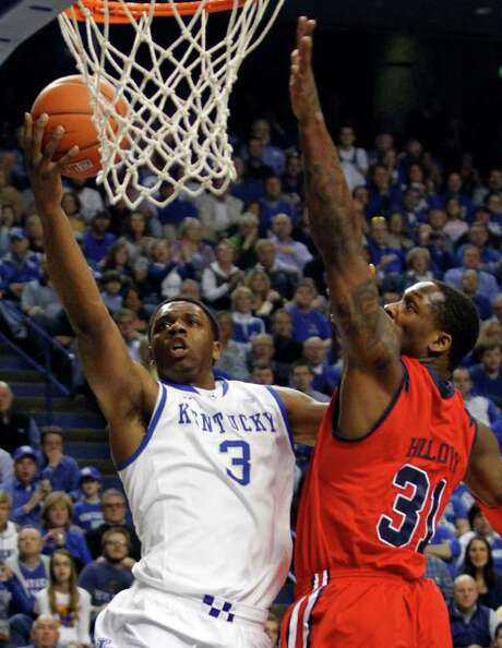 Kentucky's Terrence Jones goes to the basket past Mississippi's Murphy Holloway during the first half. Photo: AP