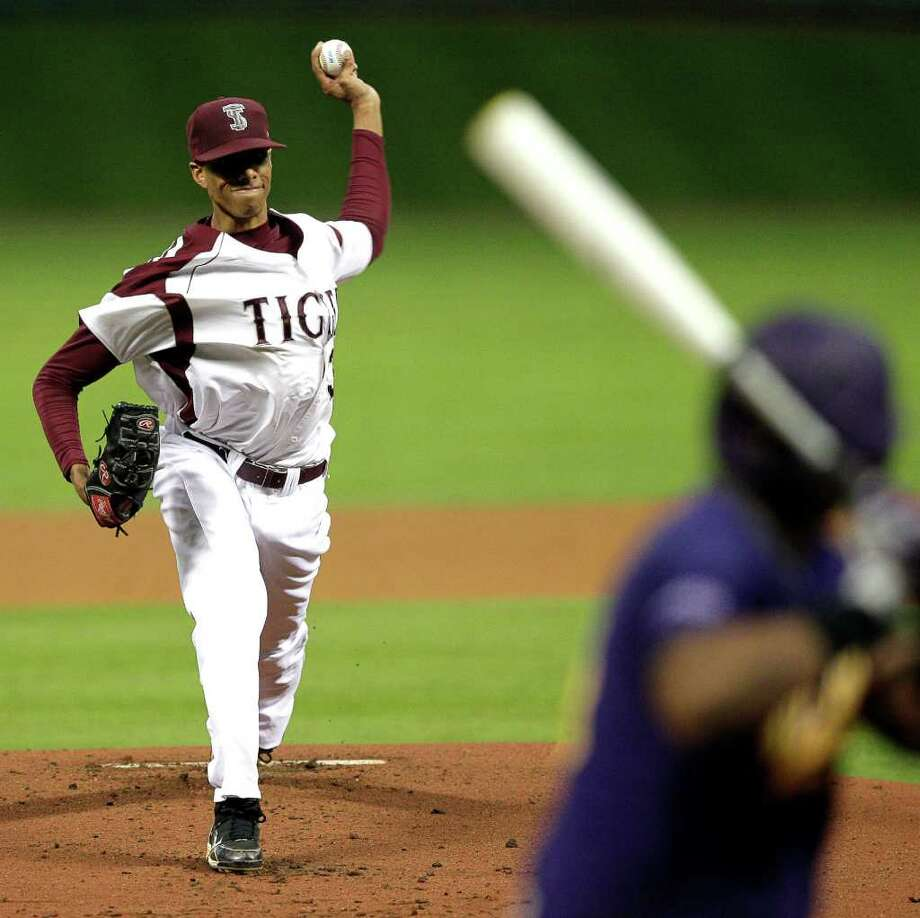 TSU pitcher Darius McClelland #32 throws in the first inning during a baseball game between Prairie View and Texas Southern as part of the Urban Invitational Saturday, Feb. 18, 2012 at Minute Maid Park. Photo: Bob Levey, Houston Chronicle / ©2012 Bob Levey