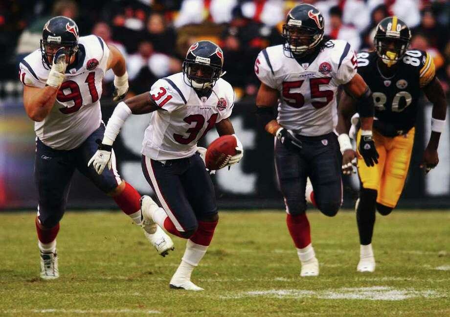 Ever wondered what happened to the 2002 Houston Texans? We've compiled the current whereabouts of former players, at least as many as we could. See what they're up to. Photo: CHRISTOBAL PEREZ, HOUSTON CHRONICLE / HOUSTON CHRONICLE