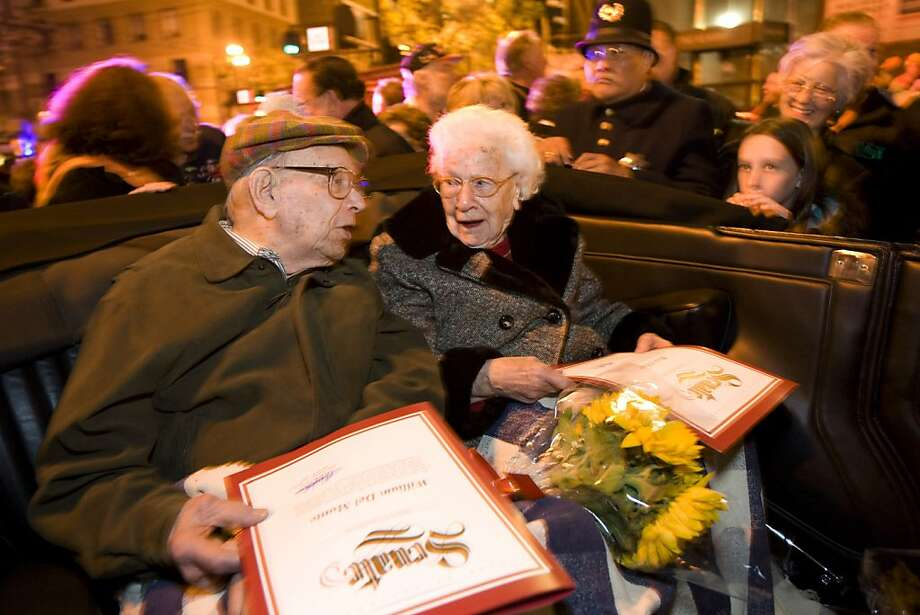 Survivors of the 1906 earthquake William Del Monte, age 103, and Rose Cliver, age 106,  attend the ceremony for the anniversary of the earthquake at Lotta's Fountain at Market and Kearny streets in San Francisco, Calif., on Saturday, April 18, 2009. Photo: Laura Morton, Special To The Chronicle