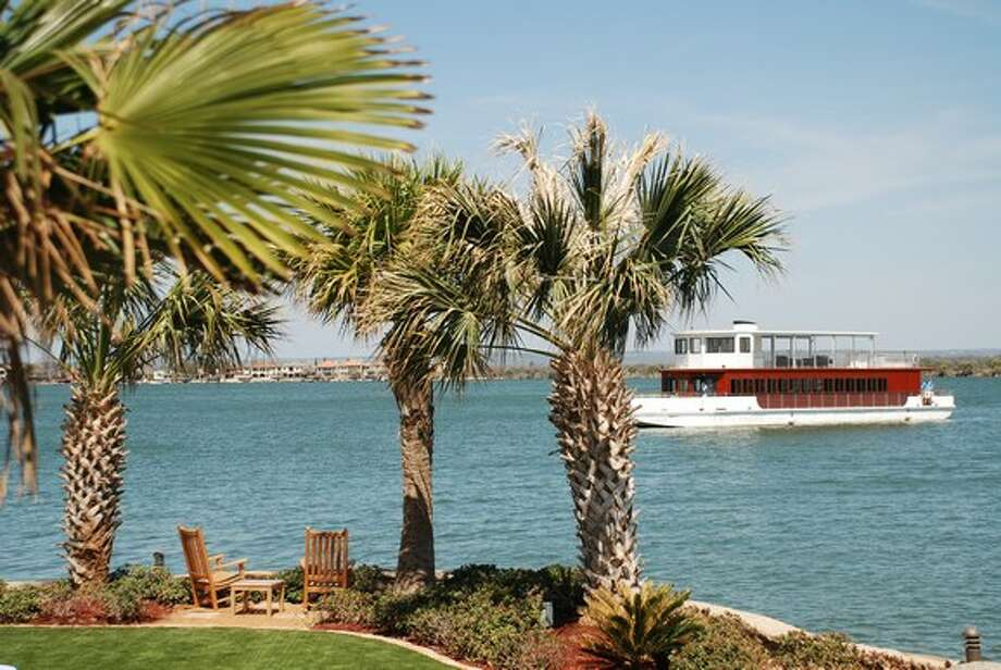 Diners can enjoy a meal on the Yacht Club at the Horseshoe Bay Resort. (Horseshoe Bay Resort) Photo: Texas Hill Country