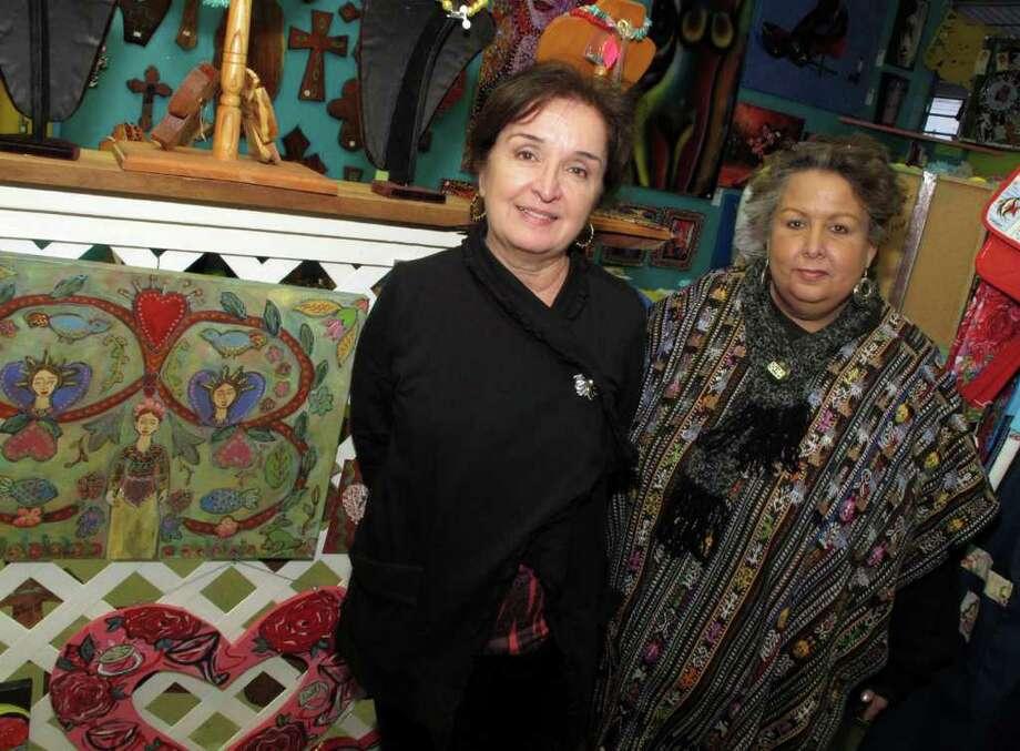 Margaret Reyna (left) and Teresa Koslow Photo: LELAND A. OUTZ, For The Express-News / SAN ANTONIO EXPRESS-NEWS