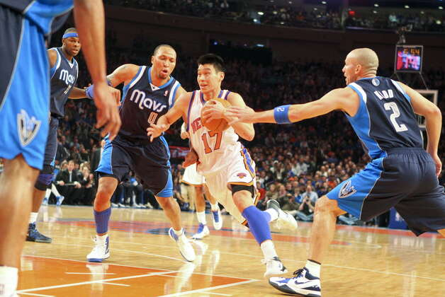 New York Knicks point guard Jeremy Lin (17) drives during an NBA basketball game against the Dallas Mavericks at Madison Square Garden in New York, Feb. 19, 2012. The Knicks won 104-97. (Suzy Allman/The New York Times)