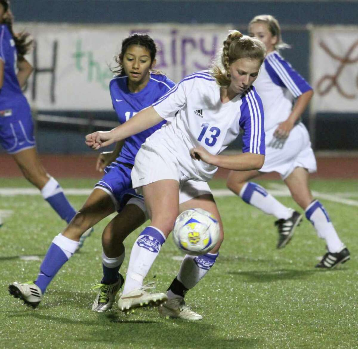 Alamo Heights' Elisabeth Uhl keeps possession of the ball in a Mules victory over New Braunfels on Feb. 14.