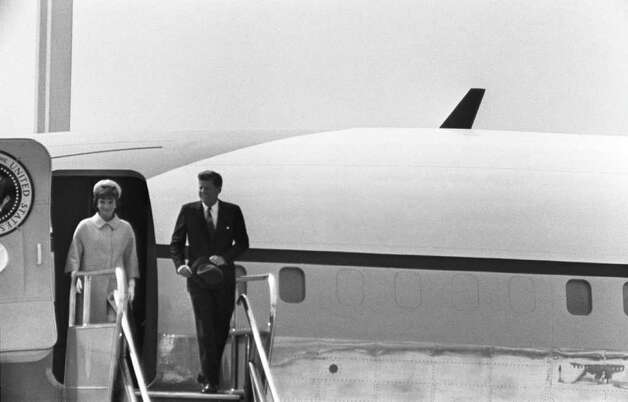 The first presidential jet was a Boeing VC-137B, a customized Boeing 707-120, delivered in 1959 and known as SAM (Special Air Missions) 970. Here, President John F. Kennedy and First Lady Jacqueline disembark from the jet on May 31, 1961 at Paris Orly Airport. Photo: -, AFP/Getty Images / AFP