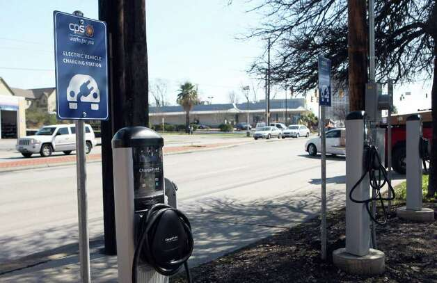 A reader wants to know why the city has installed 120 recharge stations, such as this one, for electric cars when there are only about 80 electric cars in use in San Antonio. Photo: Helen L. Montoya, San Antonio Express-News / ©SAN ANTONIO EXPRESS-NEWS