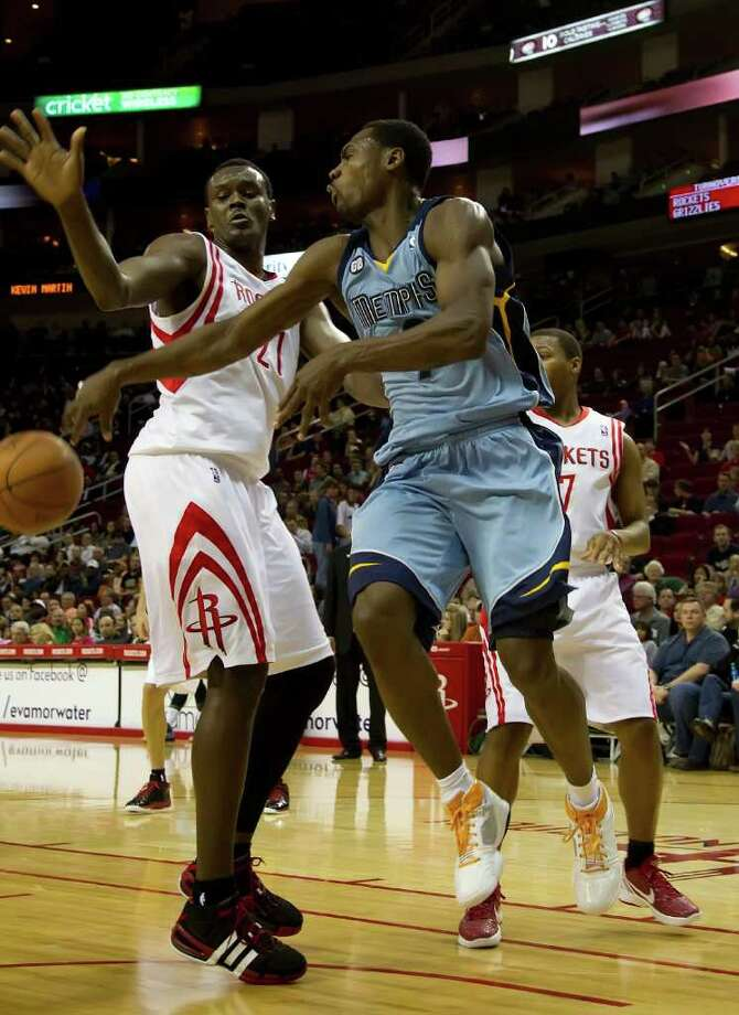Tony Allen (9) of the Memphis Grizzlies dishes off a pass in front of Samuel Dalembert (21) of the Houston Rockets in the first half on Monday, February 20, 2012, in Houston, Texas. (George Bridges/MCT) Photo: George Bridges, McClatchy-Tribune News Service / MCT