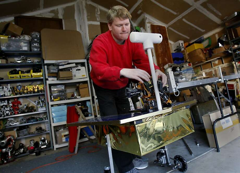 David Calkins adds another element to his Mars Rover. Robotics educator David Calkins and his wife Simone Davalos are getting ready in their Mill Valley, Calif. home for two robot Bay Area events this year: BarBot and Robogames. Photo: Brant Ward, The Chronicle